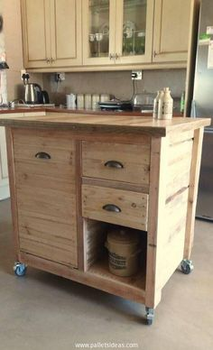 Kitchen Island made with pallets. Many tasks can be performed on this wooden kitchen island.