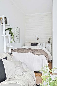 Bedroom Ideas for Small Rooms Cozy White. Lovely Bedroom Ideas for Small Rooms Cozy White. Cozy Bedroom Ideas for Small Apartment Very Small Bedroom, Small Room Bedroom, Cozy Bedroom, Small Rooms, Dream Bedroom, Bedroom Decor, Tiny Bedrooms, Bedroom Ideas, Small Apartments
