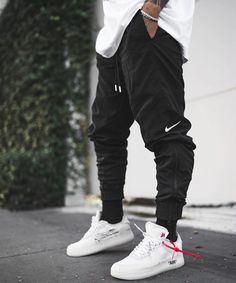 Men's Cargo Pants Men's cargo pants; the latest trend of the year. This camo cargo pants feature different pockets and comfortable fit. Mode Streetwear, Streetwear Fashion, Perfect Outfit, Urban Fashion, Mens Fashion, Cheap Fashion, Daily Fashion, Street Fashion, Fashion Ideas