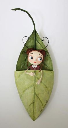 Doll in leaf pod - Chloé Rémiat …Chloé Rémiat- what a sweet face.I don't know where this darling pin came from, but it is way over the top cute. A little fairy girl sleeping in a leave bed.snug as a bug in a rugFairy World & Fantastic Creatures Keka Paper Clay, Paper Art, Paper Crafts, Diy Paper, Paper Dolls, Art Dolls, Arte Sketchbook, Creation Art, Origami