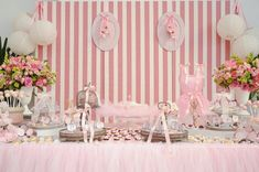 Festa Bailarina: Dicas Incríveis Para um Dia Inesquecível! Bailarina Vintage, Rose Pastel, Ballerina Party, Girly, Center Table, Baby Party, Ballet, Girl Birthday, Birthday Ideas