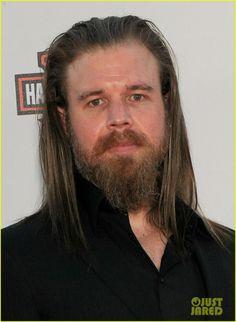Charlie Hunnam Sons of Anarchy | katey-sagal-charlie-hunnam-sons-of-anarchy-premiere-19.jpg
