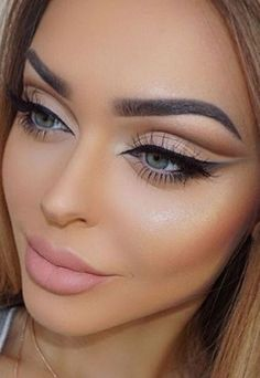 Pageant and Prom Makeup Inspiration. Find more beautiful makeup looks with Pageant Planet. makeup A Queen's Guide to Pageant Makeup Blue Eyeliner, Smokey Eye Makeup, Gel Eyeliner, Eyeliner Online, Neutral Smokey Eye, Neutral Eye Makeup, Thick Eyeliner, Neutral Eyes, Cat Eye Makeup