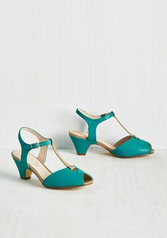 Let's Rockabilly and Roll Heel. Get the party started by arriving in these vibrant kitten heels! #green #modcloth