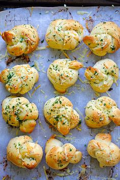 Garlic Parmesan Dinner Rolls | Easy Delicious Recipes