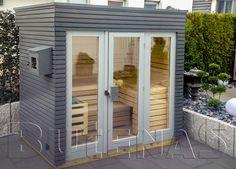 Design Saunahaus SUN ist gebaut aus 91 mm Blockbohlen in stabiler, vormontierter Rahmenkonstruktion mit zusätzlichen Querprofilen zur Ausbildung von mehreren Wärmedämmschotten. Innenvertäfelung 16 mm starkes Saunaprofilholz aus Polarfichte, in speziel