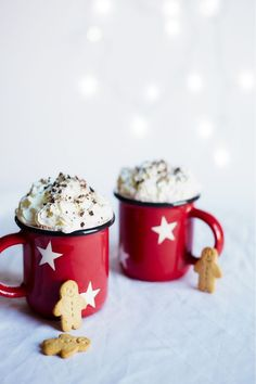 A deliciously festive recipe for frozen hot chocolate flavoured with subtle gingerbread spices! Christmas Recipes For Kids, Christmas Party Food, Christmas Drinks, Christmas Ideas, Frozen Hot Chocolate, Hot Chocolate Recipes, Chocolate Flavors, Easy Meals For Kids, Easy Family Meals