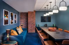 Metromile Office by Studio Becky Carter, Boston – Massachusetts Modular Lounges, Modular Sofa, Visual Merchandising, Agency Office, Loft Office, Rectangle Table, Workplace Design, Design Furniture, Blue Walls