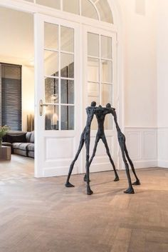 Gardeco New Design is a collection of bronze sculptures both for indoors and outdoors Armature Sculpture, Sculpture Stand, Paper Mache Sculpture, Bronze Sculpture, Wall Sculptures, Sculpture Art, Picture Frame Crafts, Composition Art, Artist And Craftsman