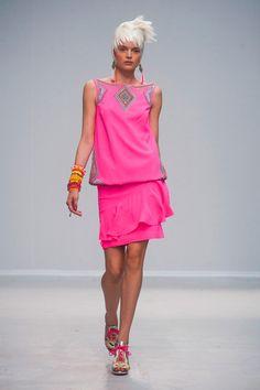 Défilé Manish Arora, prêt-à-porter printemps-été 2014, Paris. #PFW #fashionweek #runway