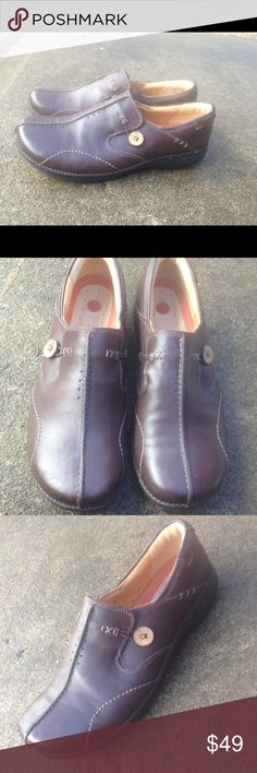 Women's Clarks Brown Leather Slip On's 10W EUC Women's Unstructured Clarks Brown Leather Slip On's 10W EUC  Worn once! Look new Clarks Shoes Flats & Loafers