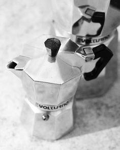 """5 Likes, 1 Comments - VOLTURNO (@lavolturno) on Instagram: """"Volturno para todas las medidas y gustos. 3, 6, 9 y 12 pocillos! #volturno #cafe #cafetera"""""""