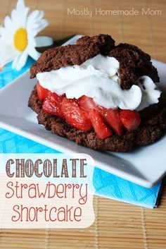 Chocolate Strawberry Shortcake Easy chocolate Bisquick biscuits, filled with sweetened roasted strawberries and whipped cream - the perfect spring or summer dessert! This is going to sound weird, but I'm not a big chocolate cookie fan. Coming from Summer Desserts, Just Desserts, Delicious Desserts, Yummy Food, Dump Cake Recipes, Dessert Recipes, Dessert Ideas, Bread Recipes, Easy Recipes