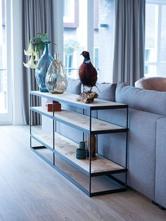 Sidetable achter de bank-