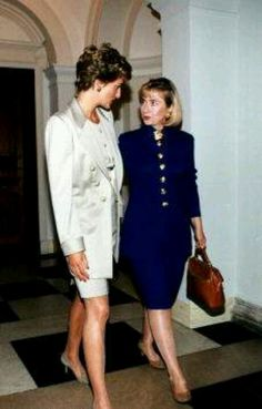 RoyalDish - Diana Photos - October With then First Lady Hillary Clinton, during a Private Visit, the Princess of Wales made to Washington Princess Diana Rare, Princess Diana Photos, Princess Of Wales, Lady Diana Spencer, Princesa Diana, Kate Middleton, First Ladies, Prinz William, Diana Fashion