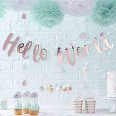 Ginger Ray Rose Gold Hello World Scripted Baby Shower Unisex Bunting Banner - Hello World Baby Shower Party Deko, Baby Shower Floral, Décoration Baby Shower, Baby Shower Bunting, Cute Baby Shower Ideas, Beautiful Baby Shower, Baby Shower Party Supplies, Shower Banners, Gold Baby Showers