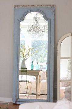 vanha sininen ovi tehty peiliksi