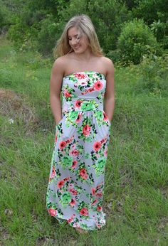 Floral maxis are perfect for spring!! Dress them up with some wedges and a statement necklace or wear it with sandals for a relaxed look! It even has pockets, which everyone always loves!!     Ruby is 5'2 and is wearing a size SMALL.