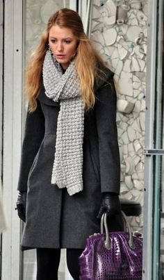 Silk and Spice: Get The Look: Gossip Girl Style - Serena Van Der Woodsen Gossip Girls, Gossip Girl Serena, Gossip Girl Outfits, Gossip Girl Fashion, Blake Lively Family, Blake Lively Style, Serena Van Der Woodsen Style, How To Wear Scarves, Fall Winter Outfits