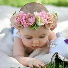 fancy free finery // felt flowers by fancyfreefinery Diy Baby Headbands, Felt Headband, Baby Bows, Felt Flowers, Fabric Flowers, Paper Flowers, Felt Diy, Felt Crafts, Felt Hair Accessories