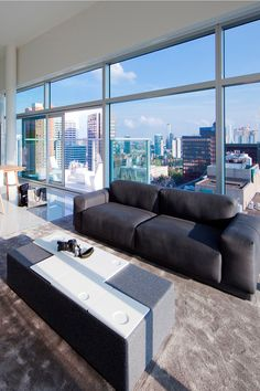 Glamour and comfort at Hotel Urban residences in Rotterdam thanks to the high-piled velour carpet HAMPTON. Outdoor Furniture Sets, Outdoor Decor, Rotterdam, Interior Inspiration, The Hamptons, Carpet, Glamour, Urban, Interior Design