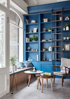 Blue built in shelving - amazing library design!  Blue home decor - decorating with blue