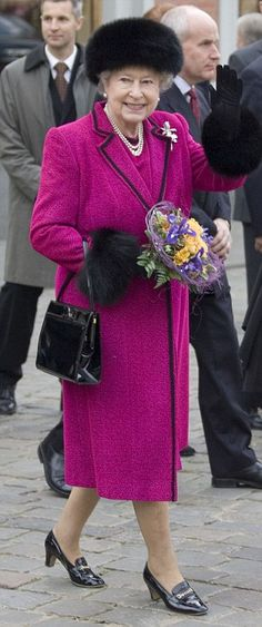 Queen looks resplendent in pink at Westminster Abbey