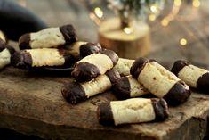 Seige kransekakestenger Cake Recipes, Stuffed Mushrooms, Dairy, Sweets, Cheese, Cookies, Vegetables, Food, Stuff Mushrooms