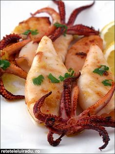 don't think I will try this one anytime soon :] Grilled squids. don't think I will try this one anytime soon :] Octopus Recipes, Clam Recipes, Fried Fish Recipes, Seafood Recipes, Asian Recipes, Grilled Squid, Grilled Octopus, How To Cook Octopus, Squid Dishes
