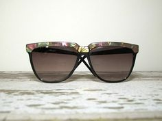 """Fun 80s black sunglasses with a multicolored iridescent tortoise shell design and gold accents. Glasses measure 6"""" across the front. Condition: Excellent"""