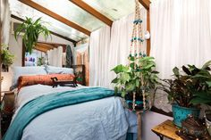 Another challenge Carol faces is the narrow sleeping loft, but with a double bed, a good balance of plant life, and a blanket of natural light through a privacy glass ceiling, she has brilliantly transformed this space.