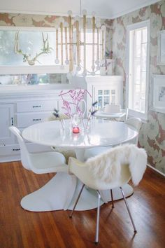 ♡ Interior Design   Tulip tables   Jonathan Adler lighting   wallpaper