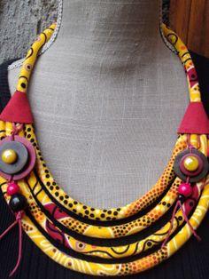 RESERVE - collier tissu dominante jaune, bordeaux, rouge, noir