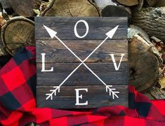 49 Awesome Valentines Signs Design Ideas - About-Ruth Valentines Day Decor Rustic, Valentines Decoration, Valentines Design, Valentine Crafts, Holiday Crafts, My Funny Valentine, Pallet Crafts, Diy Crafts, Painted Wood Signs