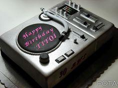 DJ's Cake! WOW!