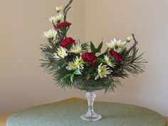 Crescent Flower Arrangement with the nice shape of the crescent can be very good idea to have the special arrangement for flower. That would be very beautiful flower arrangement. Christmas Flower Arrangements, Christmas Flowers, Wedding Flower Arrangements, Christmas Tables, Rosen Arrangements, Floral Arrangements, Flower Arrangement Designs, Flower Designs, Church Flowers