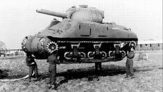 WWII inflatable dummy tank. Opération Fortitude : des mensonges pour tromper l'ennemi, des armées fictives, des faux chars en caoutchouc, des canons et des avions en bois.