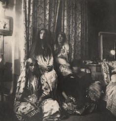 OTMA (Grand Duchess Olga, Tatiana, MAria, and Anastasia NIkolaevfan of Russia) - these photos were taken in the Big Pair's bedroom Belle Epoque, Catalina La Grande, Romanov Sisters, Familia Romanov, Grand Duchess Olga, Alexandra Feodorovna, Tsar Nicholas Ii, Russian Literature, Imperial Russia