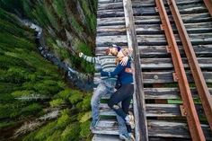 Death defying photography that will shock you cold. These incredible danger photos are not for the faint hearted, heart stopping risky photos. (SEE PHOTOS) Shooting Couple, Foto Top, Voyager Loin, Kayak, Photo Couple, Parc National, Work Travel, Adventure Awaits, Adventure Couple