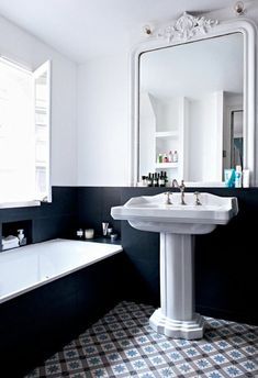 Vintage bathroom furniture: Photos and ideas for your retro decor! , Vintage bathroom furniture: Photos and ideas for your retro decor! Diy Bathroom, Bathroom Layout, Bathroom Furniture, Modern Bathroom, Small Bathroom, Bathroom Ideas, Bathroom Black, Bathroom Mirrors, Remodel Bathroom