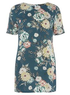 Shop tunic tops at Dorothy Perkins. Shop our wide range of tunics, womens tops and more online with free delivery over Petite Outfits, New Outfits, Oriental Print, White Tunic, Shirt Outfit, Black Tops, Fashion Online, Floral Tops, Short Sleeve Dresses