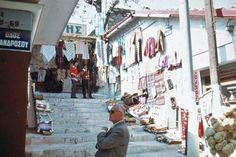 Αθήνα, Πλάκα, οδός Πανδρόσου, 1974, φωτογραφία Jeff Schaper. flickr Slim Aarons, Athens Greece, Old Pictures, Vintage Photos, Greek, Street View, Boat, Nostalgia, Memories