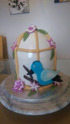 Bird cage cake Bird Cage Cake, Cake Face, How To Make Cake, Snow Globes, Cakes, Desserts, Decor, Tailgate Desserts, Decorating