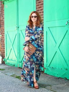 @meganzietz looks vibrant in a '70-sinspired H&M blue floral maxi dress. | H&M OOTD
