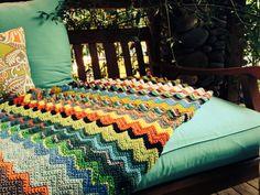 Zigzag Crochetar Multicolor da volta Cobertor por uma Família Criativa -  /    Zigzag Crochet Multicolor Lap Blanket by One Creative Family -                                                                                                                                                                                 Mais