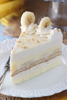 This Banana Pudding Icebox Cake is no bake, delicious and perfect for summer! It's a thicker, more fancy-looking version of banana pudding and it's the hubs' new favorite dessert. christmas make,no bake desserts Frozen Desserts, Summer Desserts, No Bake Desserts, Easy Desserts, Delicious Desserts, Dessert Recipes, Yummy Food, Trifle Desserts, Icebox Desserts