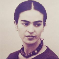 Beautiful photo of young Frida Kahlo Diego Rivera, Frida Salma, Frida Kahlo Portraits, Kahlo Paintings, Frida And Diego, Frida Art, Mexican Artists, Great Artists, Vintage Photos