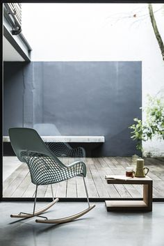 Guapa rocking chair, sempere#poli design for Midj in Italy. Rocking chair with high backrest and structure available in lacquered steel or chrome. Shell in hide characterized by a mesh effect.