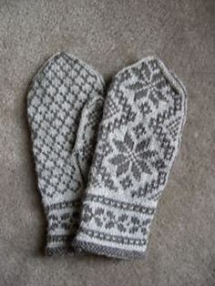 Ravelry: Project Gallery for Rigmor's Selbu mittens pattern by Rigmor Duun Grande Knitted Mittens Pattern, Baby Cardigan Knitting Pattern, Knit Mittens, Knitted Gloves, Knitting Charts, Loom Knitting, Knitting Stitches, Hand Knitting, Knitting Patterns