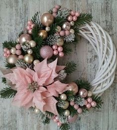 Learn How To Make This Simple Christmas Wreath Time To Halls . Learn how to make this simple Christmas wreath, time to decorate the halls and . Decoration Evenementielle, Decoration Christmas, Christmas Wreaths To Make, Holiday Wreaths, Simple Christmas, Christmas Ornaments, Christmas Christmas, Diy Christmas Projects, Luxury Christmas Decor